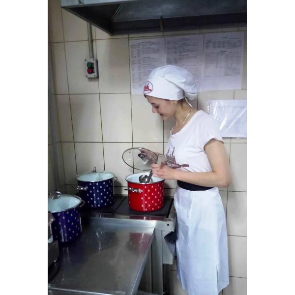 «Новомосковская посуда» подарила кастрюли пекарне сырников и штруделей «Львівські пляцки»